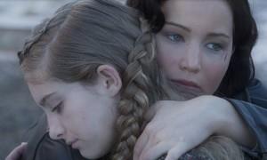 Katniss_hugs_Prim